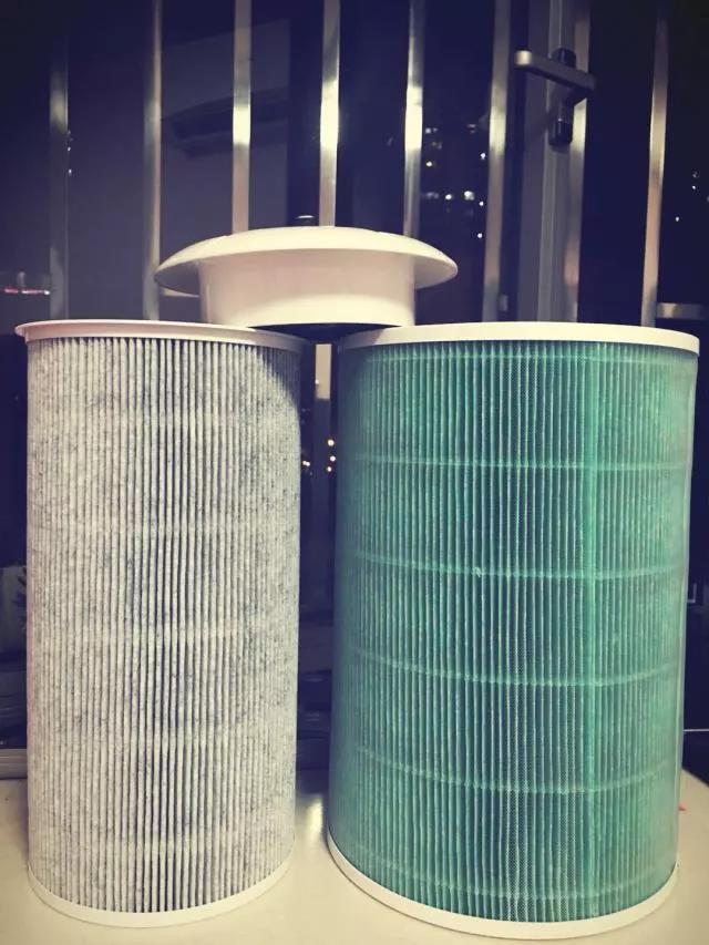 3M胶带固定的空气净化机