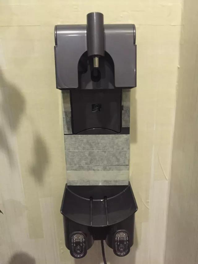 3M胶带固定的吸尘器